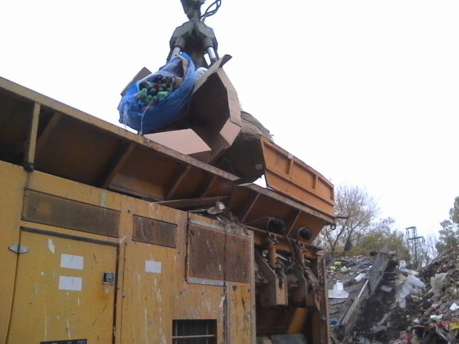 Likvidácia zadržaného tovaru, colníci spálili viac 21 000 kusov napodobenín, foto 1
