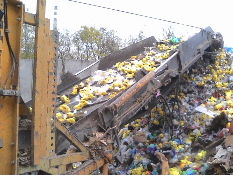Likvidácia zadržaného tovaru, colníci spálili viac 21 000 kusov napodobenín, foto 2