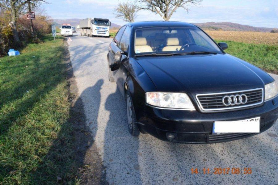 Zrážka osobného auta Audi A6 s chodcom, vodičovi zadržali vodičský preukaz, foto 3