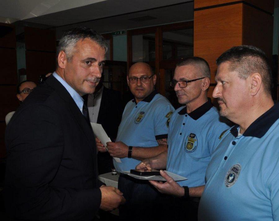 Ocenenie za záchranu ľudského života si odniesli aj Trnavskí policajti, foto 1