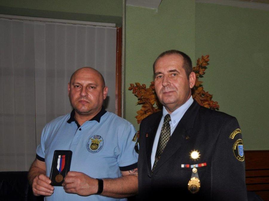 Ocenenie za záchranu ľudského života si odniesli aj Trnavskí policajti, foto 2