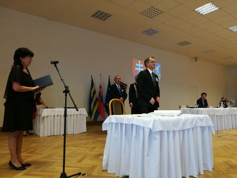 Jozef Viskupič včera zložil sľub a prevzal mandát predsedu Trnavského samosprávneho kraja, foto 5