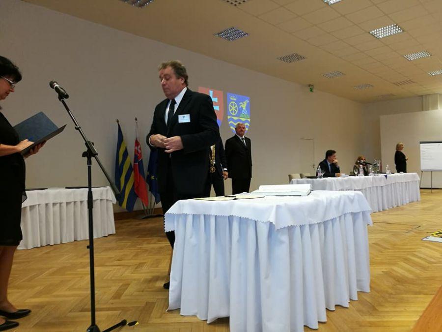 Jozef Viskupič včera zložil sľub a prevzal mandát predsedu Trnavského samosprávneho kraja, foto 6