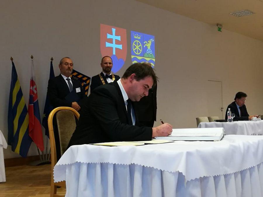 Jozef Viskupič včera zložil sľub a prevzal mandát predsedu Trnavského samosprávneho kraja, foto 7