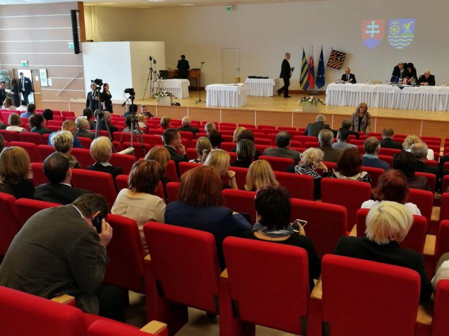 Jozef Viskupič včera zložil sľub a prevzal mandát predsedu Trnavského samosprávneho kraja, foto 10