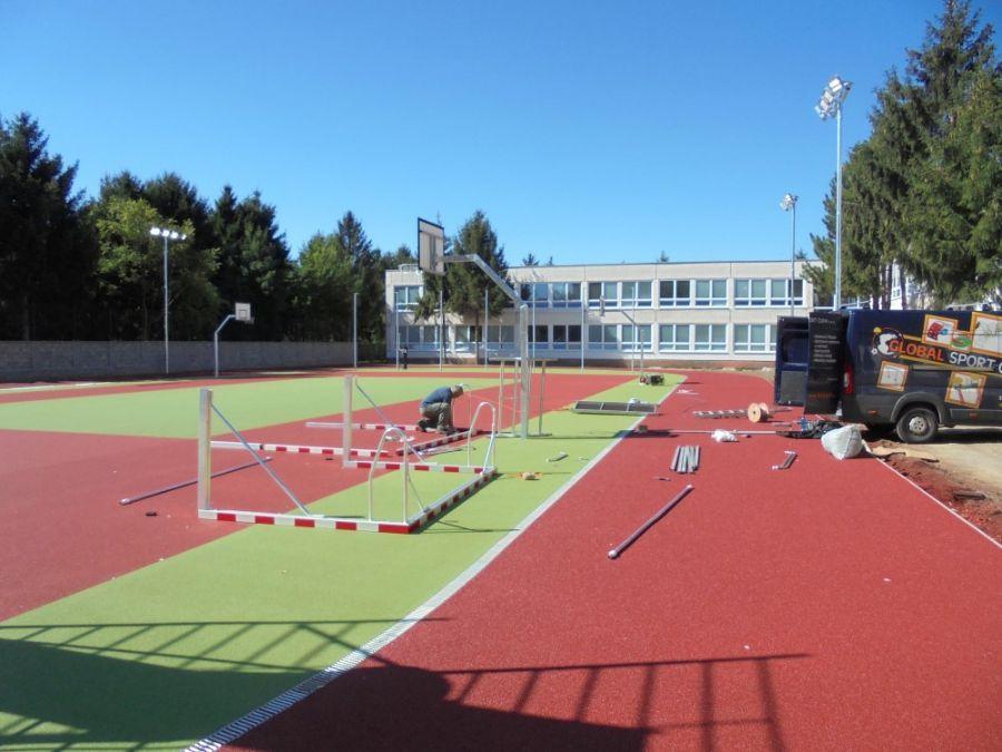 Základná škola na Atómovej ulici má nové ihrisko, dnes ho slávnostne prevzali od mesta, foto 1