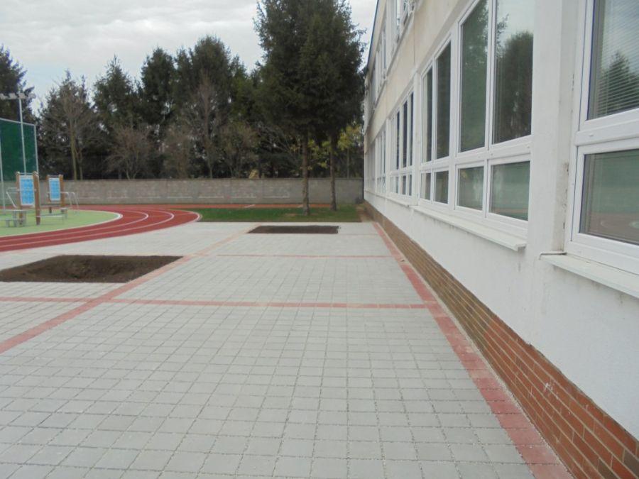 Základná škola na Atómovej ulici má nové ihrisko, dnes ho slávnostne prevzali od mesta, foto 3