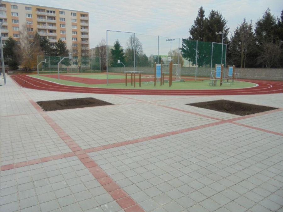 Základná škola na Atómovej ulici má nové ihrisko, dnes ho slávnostne prevzali od mesta, foto 4