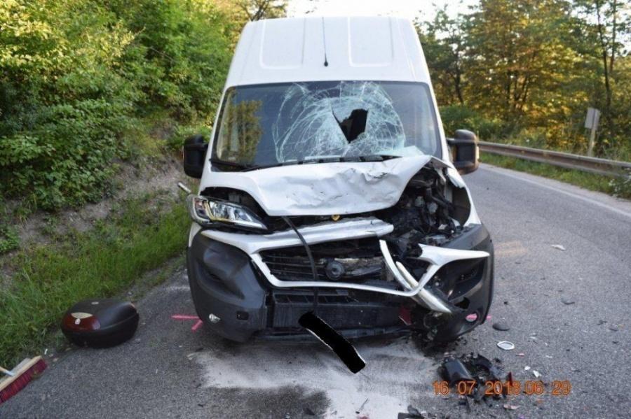 Na ceste za obcou Banka došlo k závažnej nehode 33-ročného motocyklistu a dodávky, foto 2