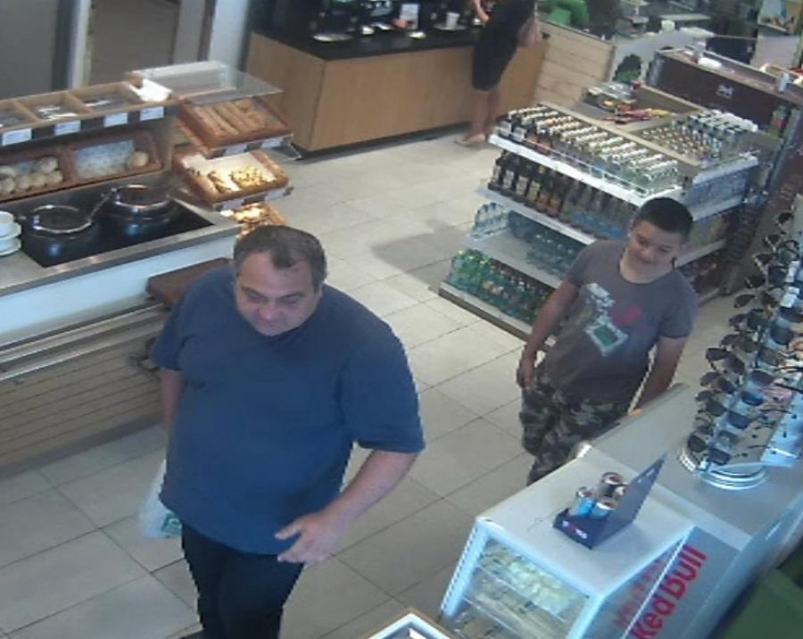 Polícia sa obracia na verejnosť so žiadosťou o pomoc pri identifikácii dvoch osôb - muža a chlapca, foto 2