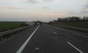 Dopravná nehoda pri Trnave, BMW sa zrazilo s nákladným autom