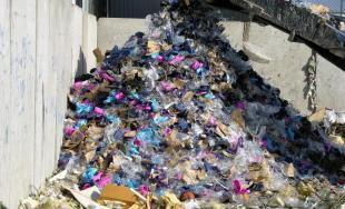 Falošná obuv skončila v plameňoch, nespĺňala podmienky na ochranu zdravia, bezpečnosť a kvalitu