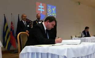 Jozef Viskupič včera zložil sľub a prevzal mandát predsedu Trnavského samosprávneho kraja