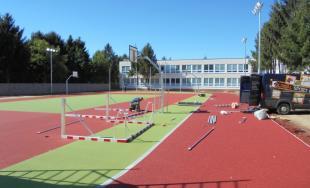 Základná škola na Atómovej ulici má nové ihrisko, dnes ho slávnostne prevzali od mesta