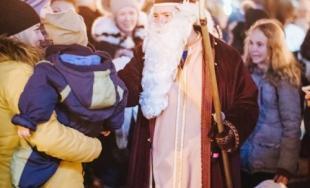 Mikuláš a deti rozžiarili Trnavu, pozrite sa aká krásna atmosféra zavládla v meste 5. decembra