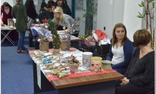 Klienti DSS v Trnavskom kraji potešili svojimi výrobkami zamestnancov TTSK na vianočných trhoch