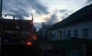 Hasiči museli zasahovať pri požiari maštale v Podbranči, majiteľovi vznikla škoda 1 000 eur