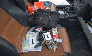 68-ročnému mužovi a ďalším trom osobám hrozí väzenie až 15 rokov, našli u nich heroín za 7 tisíc
