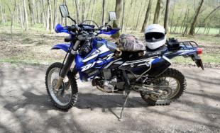 V CKO sú motorky a autá zakázané, trnavskí policajti v Malých Karpatoch zadržali až 10 vodičov