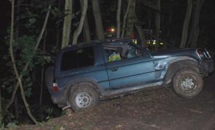 Na lesnej ceste nezvládol riadenie a vrazil do stromov, polícia mu namerala 1,23 promile
