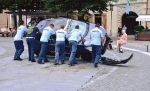 Hasiči súťažili vo vyslobodzovaní osôb z havarovaných áut priamo na Trojičnom námestí