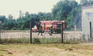 Na letisku v obci Boleráz sa konalo cvičenie hasičov, ktorí trénovali zásah pri páde lietadla